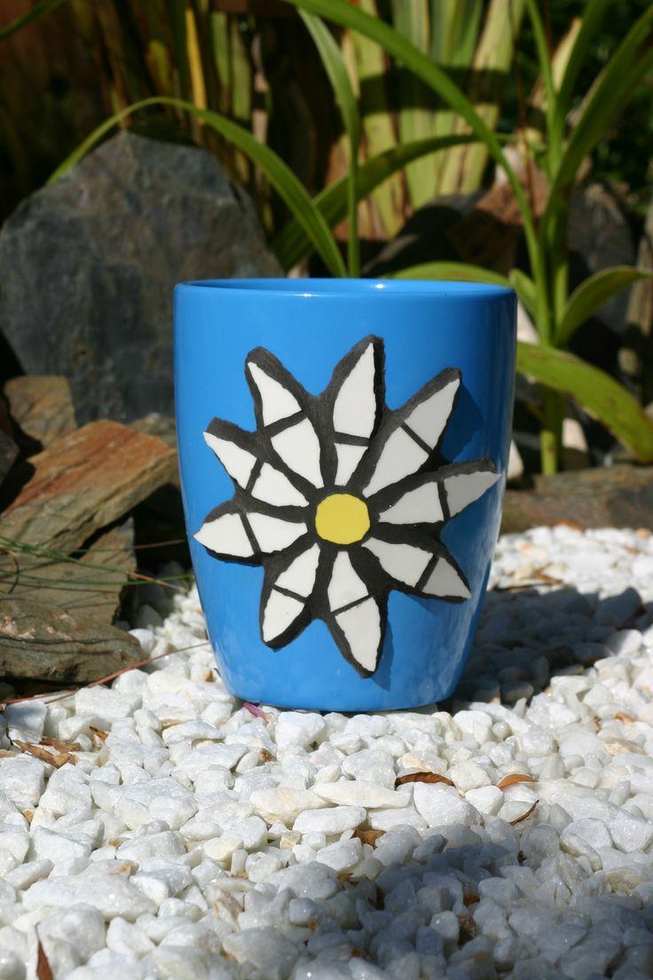 cache pot bleu mosa que marguerite 12cm accessoires de maison par atelier normand mosa que. Black Bedroom Furniture Sets. Home Design Ideas