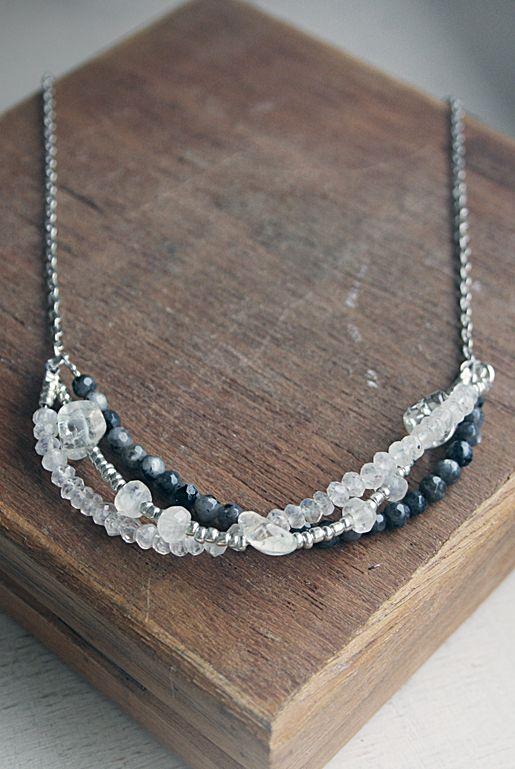 Halsband i tre lager – Bergskristall | Foxboheme