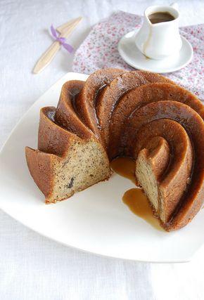 Banana cake with rum glaze / Bolo de banana com calda de rum by Patricia Scarpin