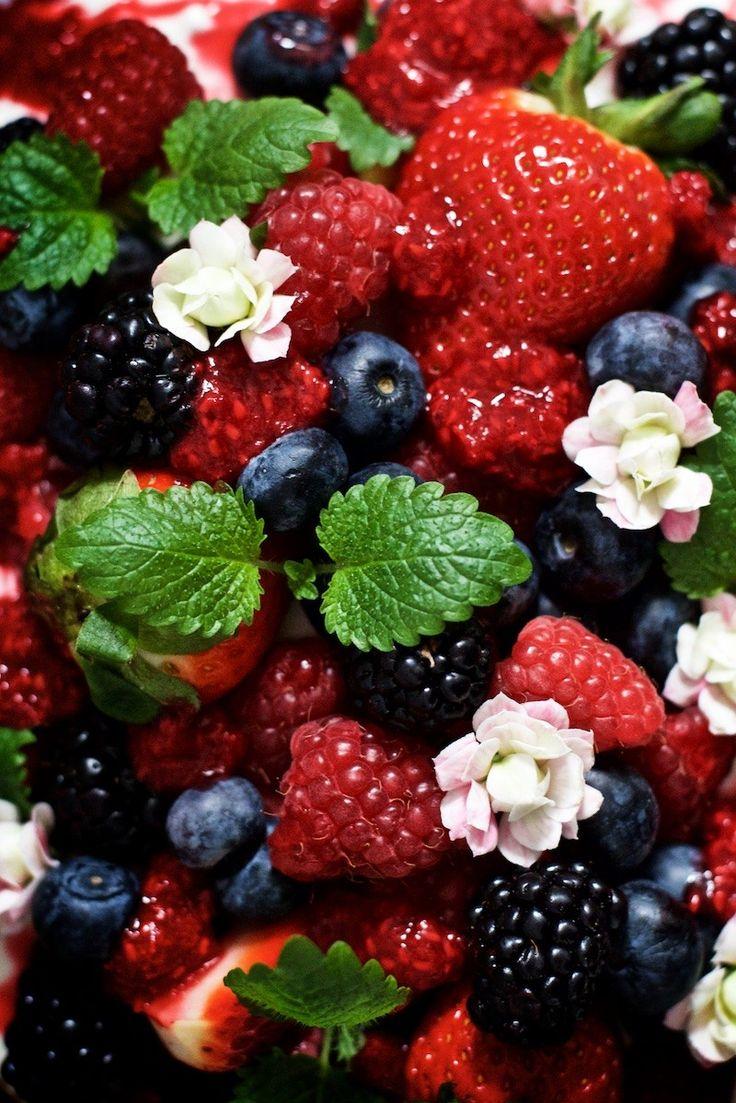 Yellow Mood Kitchen + Berries