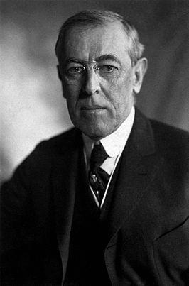 De 28e president van de Verenigde Staten was Thomas Woodrow Wilson (1856-1924). Hij hield zich bezig met financiën en het algemeen kiesrecht. Eerst bleef hij neutraal in de oorlog, al leverde hij materieel aan Frankrijk en Engeland. Na het onderscheppen van een Duits telegram, waarin stond dat Duitsland Mexico wilde opzetten tegen de V.S., verklaarde hij Duitsland de oorlog. Na de oorlog zette hij zich in voor wereldvrede en won hij een Nobelprijs. Wilson overleed aan een beroerte.