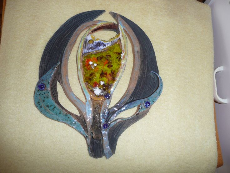Květ: keramický plát,sklo a glazura.MŠi