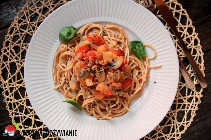 Warzywne spaghetti z makaronem, bez mięsa, wegetariańskie przepisy, błonnik, witaminy, minerały, zdrowe odżywianie, zdrowe jedzenie, zdrowe przepisy