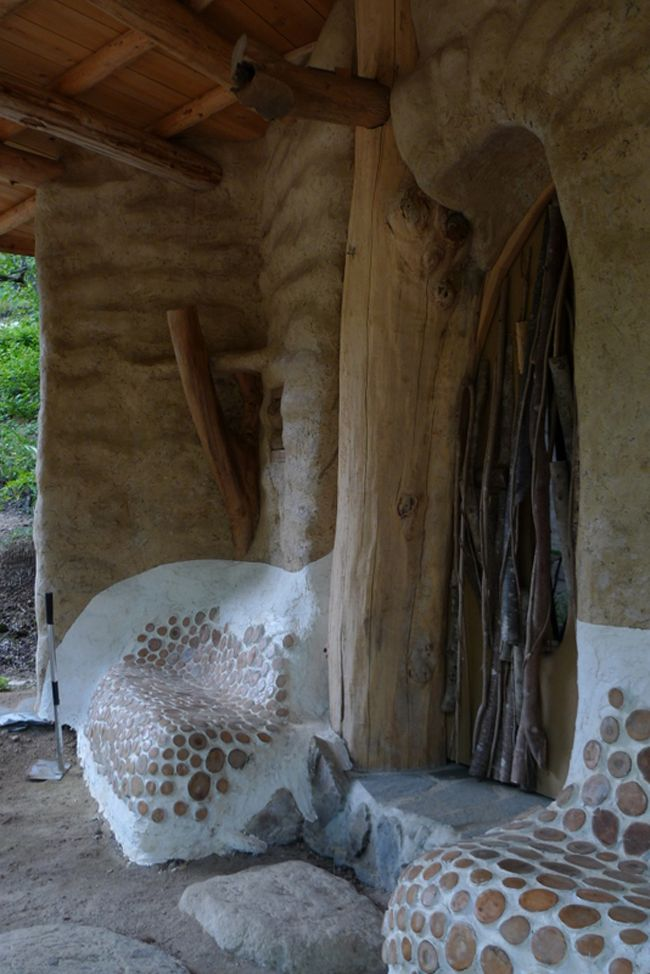 Alternative homes are popping all over the world. The next example comes from Nagano, Japan. The earthbag house may seem like a building coming from fantasy novels, but it is a real place you can live in. The builder, Michi-kun, is an experienced carpenter and permaculturist. He got together 20 volunteers and began work on the inspiring home you can see in the pictures.The walls raised with bags of earth sit on a 60 cm-deep rubble trench foundation. The spiral house draws its name from the…