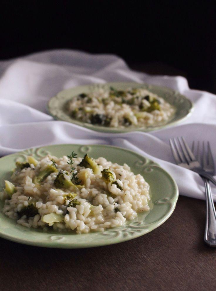 """Risoto + Brócolis + Amêndoas tostadas para adicionar aquela """"crocância"""" especial, melhor ainda, é vegan!"""