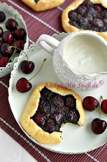 Mini- galettes with cherries