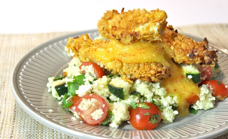 """Geloof je me wanneer ik zeg dat dit de meest krokante kip is die je ooit hebt geproefd? Daarnaast is het verrassend simpel om deze kip klaar te maken! Hiervoor heb je enkel wat yoghurt nodig en fijngemaakte cornflakes of panko die de kip super crispy maken. Wanneer je nog... <a href=""""http://cottonandcream.nl/krokante-kip-met-couscous-en-mango-chutney/"""">Read More →</a>"""