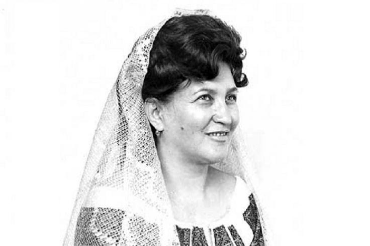 Ileana Constantinescu - vocea care l-a cucerit pe Mihail Sadoveanu http://www.antenasatelor.ro/destine-rom%C3%A2ne%C8%99ti/8794-ileana-constantinescu-vocea-care-l-a-cucerit-pe-mihail-sadoveanu.html