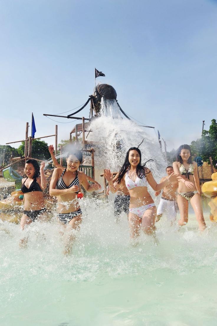 캐리비안 베이 어드벤처풀 (Caribbean Bay Adventure Pool)
