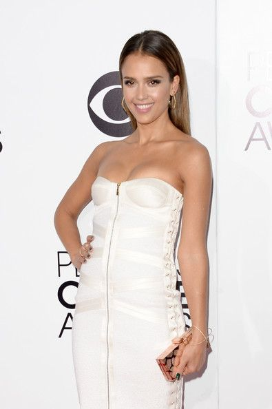 Jessica Alba Photos Photos - Actress Jessica Alba attends The 40th Annual People's Choice Awards at Nokia Theatre L.A. Live on January 8, 2014 in Los Angeles, California. - Arrivals at the People's Choice Awards — Part 2