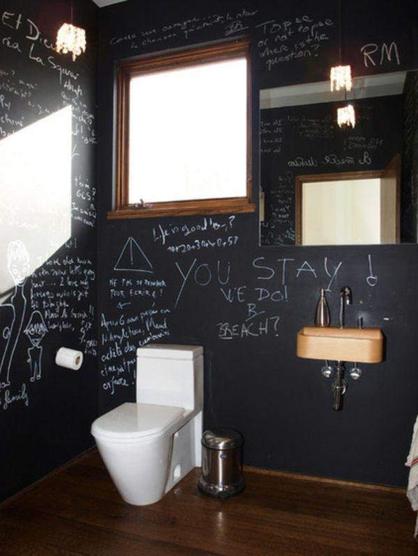 Originelle Badezimmeridee: Wandgestaltung als Tafel. Hier könnte noch ein schicker Wäschesammler aus Bambus hinein passen.