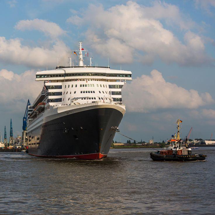 Queen Mary 2 am Schlepper Bugsier 22   Bildschönes Hamburg