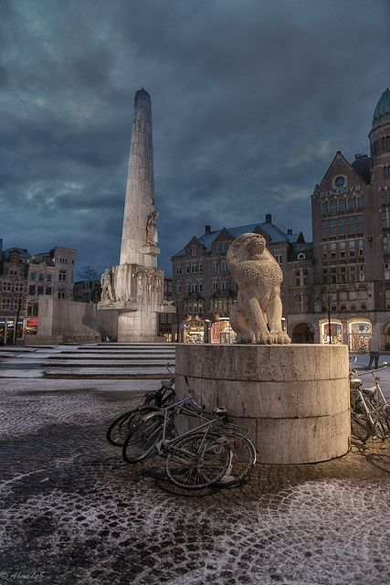 Dam Square, Amsterdam, Netherlands http://www.vacationrentalpeople.com/vacation-rentals.aspx/World/Europe/Netherlands/Amsterdam