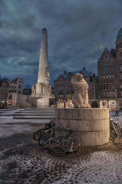 Dam Square, Amsterdam, Netherlands  http://www.vacationrentalpeople.com/vacation-rentals.aspx/World/Europe/Netherlands/Amsterdam
