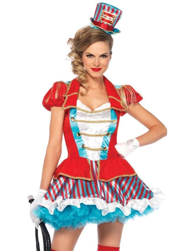 <p>Tweedelig Ravishing Ring Master kostuum. Het kostuum heeft een klassieke jurk met circus jas accent, rits aan de zijkant, met ruches afgezet satijnen rok en franje schouder epaulletten. De bijpassende hoed is inbegrepen. Dit klassieke circus ring master kostuum is een productie van Leg Avenue. Tip: Draag net als het model de turquoise petticoat onder de jurk voor extra volume en lengte.<br /><strong><br />Set bestaat uit:<br /></strong>- Jurk<br />- Hoed</p>