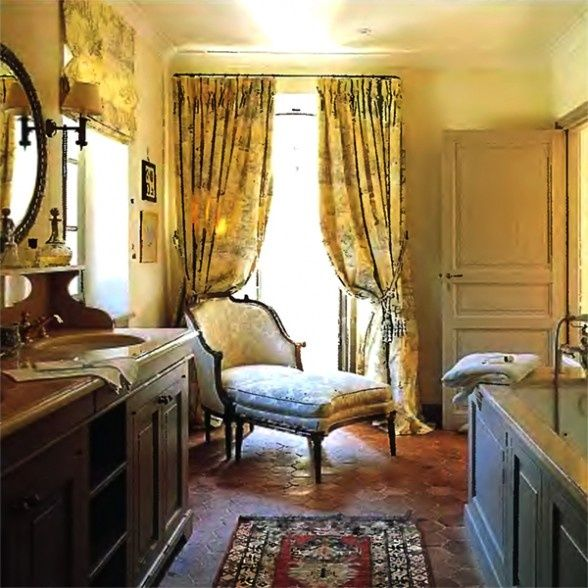 I love this warm and inviting provencal salle de bain see for Salle de bain provencale