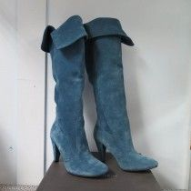 Stivali di camoscio, Sandro Ferrone, con tacco, realizzati in pellame naturale e lavorazione artigianale. Made in Italy.