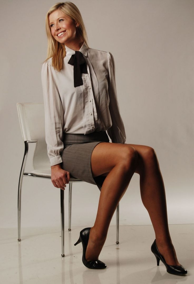 Lady In Pantyhose Model 18