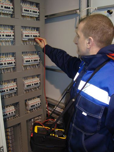 Наша компания выполняет работы по всем видам измерений и испытаний электрооборудования и электроустановок до 1000 В (профилактические, периодические, приемо-сдаточные).