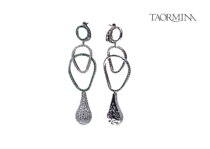 Taormina Earring - #digregorio_milano #digregoriogioielli_milano #whitediamonds #emerald #whitegold #earring #trinacria #geometries #jewel #jewellery #finejewellery #luxury
