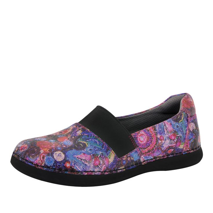 The Glee is a casual slip-on with a contrast twist on the vamp, featured in a printed Wowie Zowie design on suede.