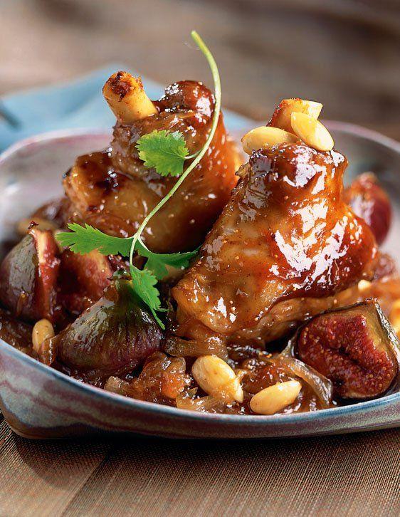La souris d'agneau est un excellent morceau lorsqu'elle est cuite lentement et en douceur. Elle apprécie particulièrement les saveurs douces et sucrées. Dans cette recette, elle est préparée avec des figues fraîches, des amandes, du miel et des épices qui vous rappelleront subtilement les saveurs d'Orient.