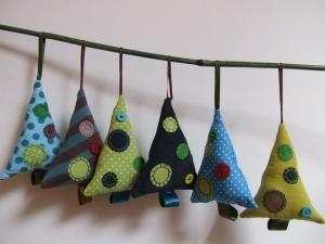 Décoration de Noël: Sapins en tissus - par Pistache et Patisson