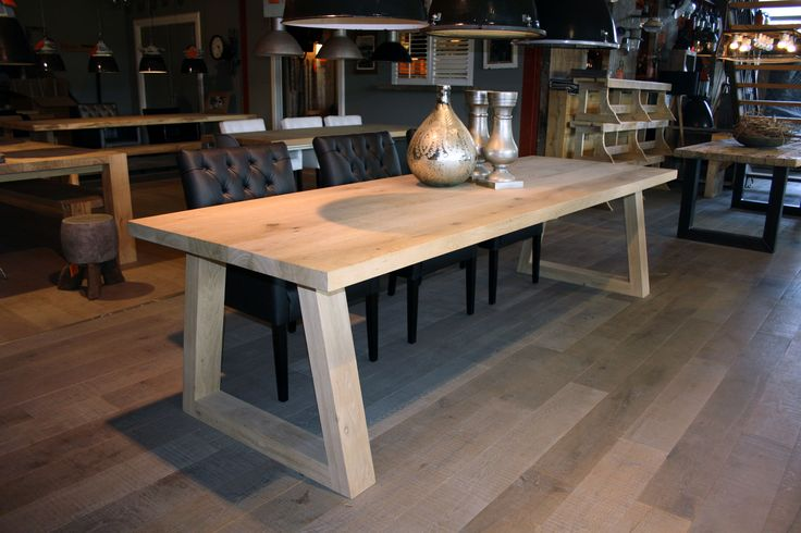 Massief eiken houten tafel Anton www.zwaartafelen.nl