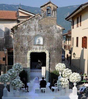 Nozze in provincia di Avellino. La chiesa di Serino per una cerimonia nuziale all'aperto.
