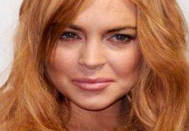 6-Apr-2013 5:20 - LINDSAY LOHAN IS WEER SINGLE. Lindsay Lohan zou haar relatie hebben verbroken. Volgens bronnen zijn de actrice en rocker Avi Snow uit elkaar.