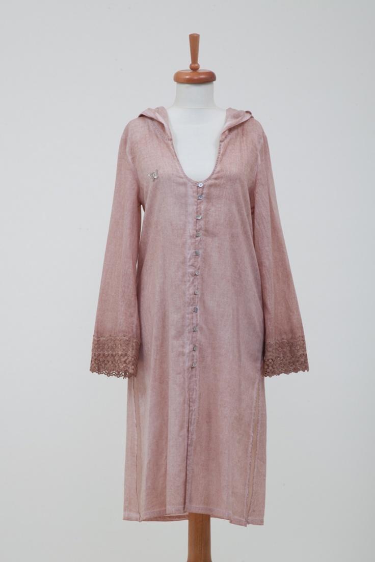 """Miami Elbise Somon - 63.00 TL  Geniş kollarının üstündeki dantel ayrıntısıyla ve batik boya efektiyle işte sizi plajda farklı hissettirecek bir ürün. Farklı 2 renginden birini seçebilirsiniz. """"One size fits all"""" kalıbı ile 36-40 beden arası vücut tiplerine uygundur. // Moda ZiGi"""