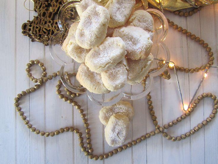 Oggi prepariamo insieme i Ricciarelli di Natale ricetta semplice.Un dolcetto tipico della tradizione natalizia toscana in particolare di Siena