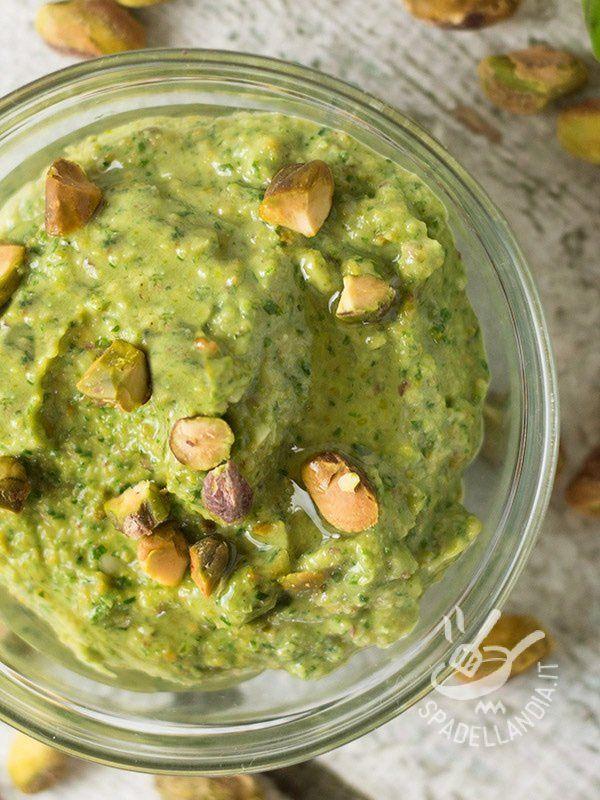 Pistachio pesto - Il Pesto di pistacchi è una salsa eccezionale per condire, senza impazzire troppo con ricette lunghe o complesse, un buon piatto di pasta.