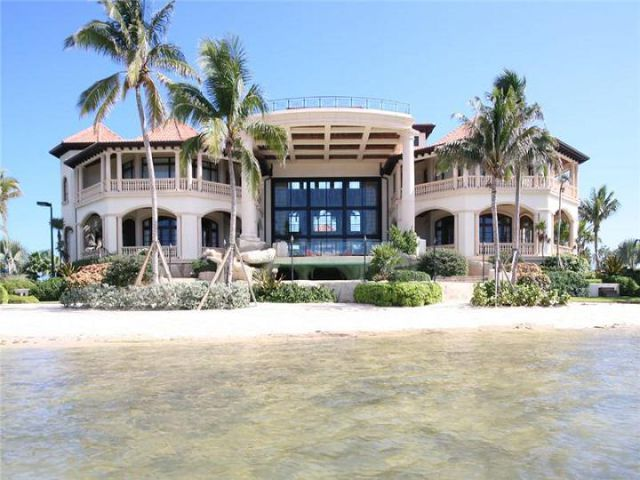 Island dream home on the Islands.  Right up to the water!
