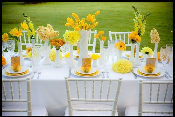 yellow-floral-table-centerpieces