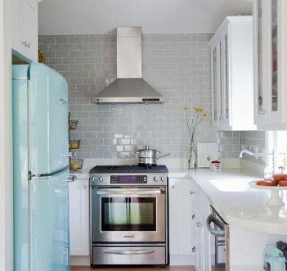 cucina con elettrodomestici esterni