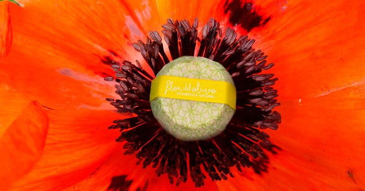El Jabón Natural de Semilla de Amapola contiene semillas de amapola incrustadas, que le atribuyen un efecto exfoliante. Elimina las células muertas de nuestra piel y ayuda a la regeneración celular profunda. Y gracias al aceite de semilla de uva y de sésamo combate la flaccidez y la celulitis dándole a la piel una textura más firme y tersa.  ¿A qué esperas? ¡Consíguelo ya! #FlordelOlivo #CosméticaNatural #jabón #natural #amapola #exfoliante #aceite #uva #sésamo #celulitis #piel #salud…
