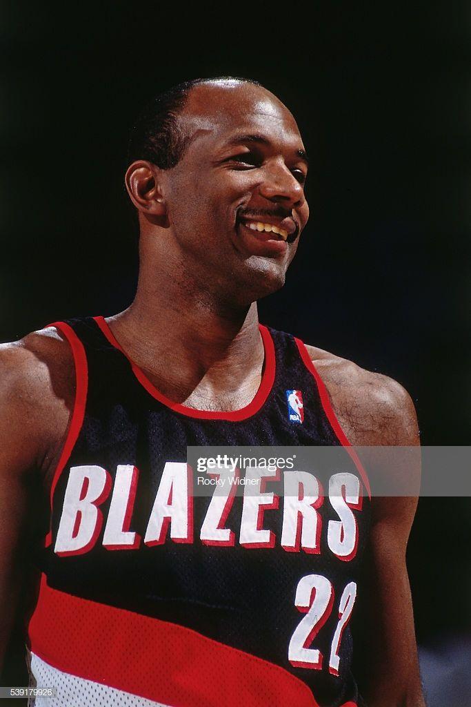 Pin By Levente Havas On Sport Basketball Legends Nba Legends Clyde Drexler