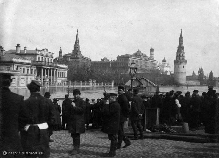 Фотография - Наводнение. Кремлевская наб. от Большого Каменного моста - Фотографии старой Москвы