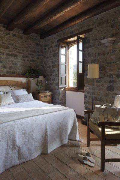 La Casa de San Martín  es un pequeño hotel rural de tan sólo 10 habitaciones en pleno Pirineo Aragonés. Tiene un entorno perfecto para pase...