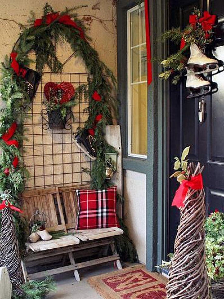 Diy Network Has Unique Ways To Decorate Your Front Door With Inventive Wreaths Garlands And Other Elements Front Door Christmas Decorations
