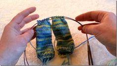 Eerlijke wol, twee paar sokken tegelijk breien op de rondbreinaald