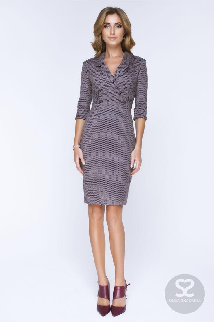 Классическое платье с декольте из костюмной ткани.   Skazkina
