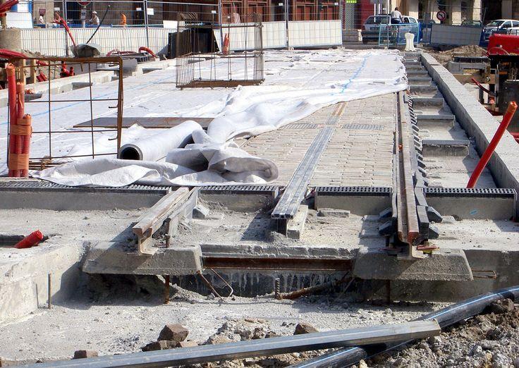 Bordeaux-aps-place-paul-doumer.jpg  Track with APS under construction in Place Paul Doumer, Bordeaux