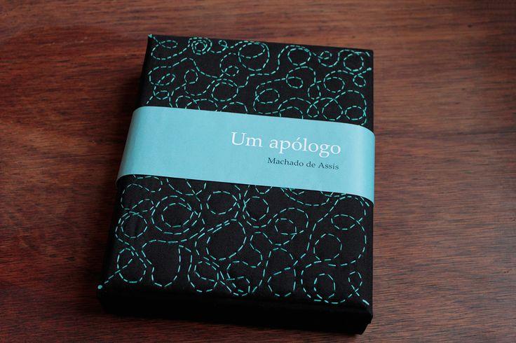 """Design de livro e embalagem para o conto """"Um apólogo"""", com o objetivo de modernizar a apresentação de um clássico da literatura brasileira"""