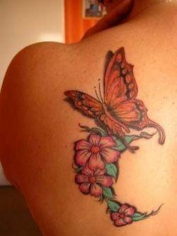 Foto Tatuaggio farfalla su spalla