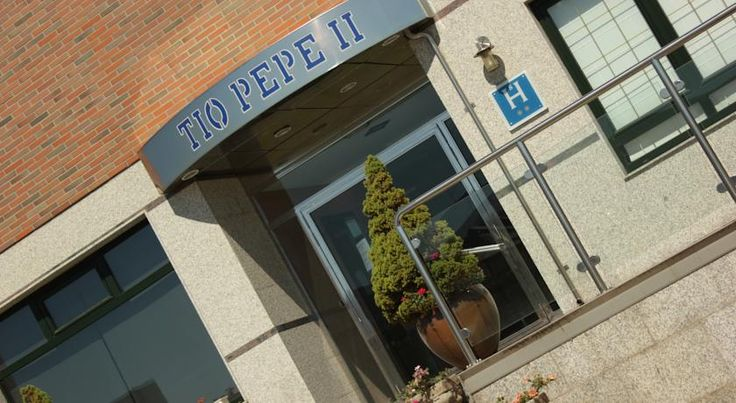 Hostal Tio Pepe II Bembibre This modern hostel property is located outside Bembibre, Léon, just off the A6 motorway linking Madrid with the northwest. Here, you are able to enjoy facilities such as a cafeteria and Wi-Fi internet.
