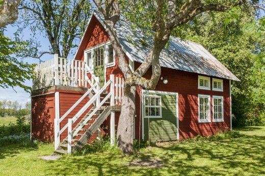 small house in Sweden painted the traditional falu red