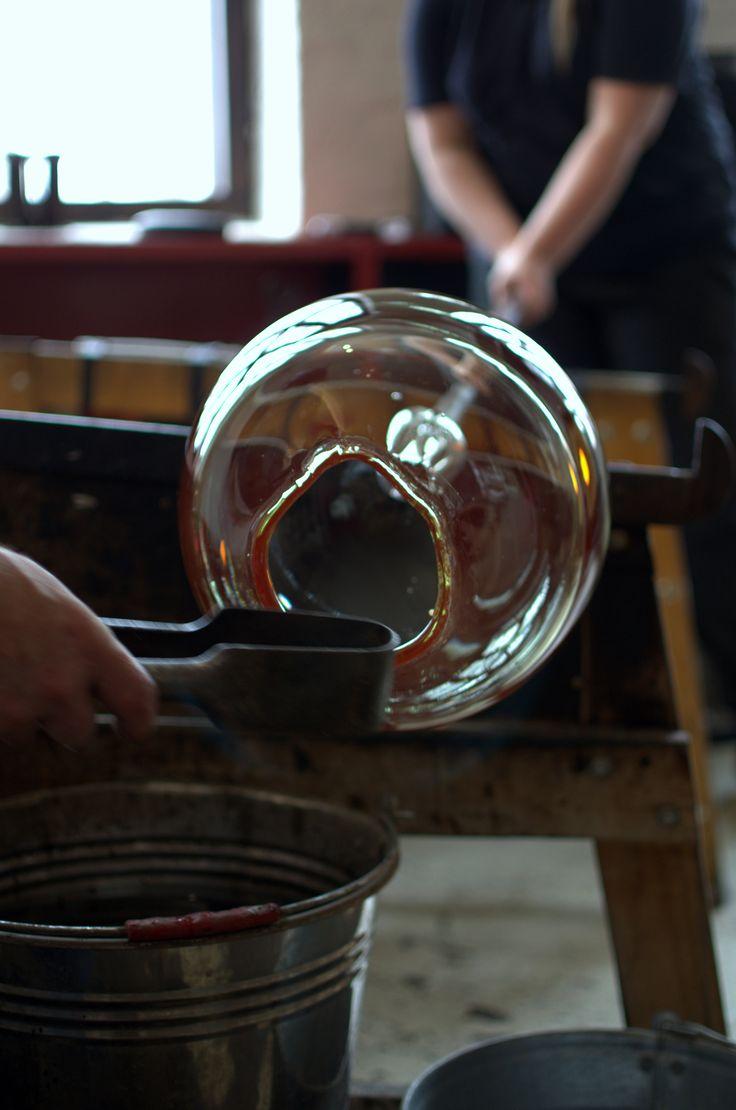 Making of Keppuli artwork at the Glass studio Mafka&Alakoski (Riihimäki, Finland) during spring 2017. The artwork is for The story of Keppuli (Keppulin tarina) glass art exhibition organized by Autism Foundation of Finland. Photo by Veikko Väänänen