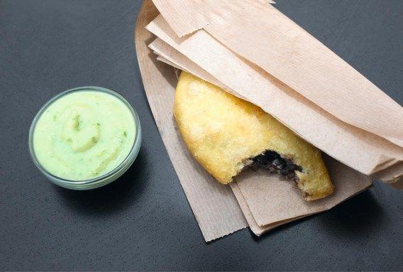 RECEPT. Empanada's met zwarte bonen & guacamolesaus